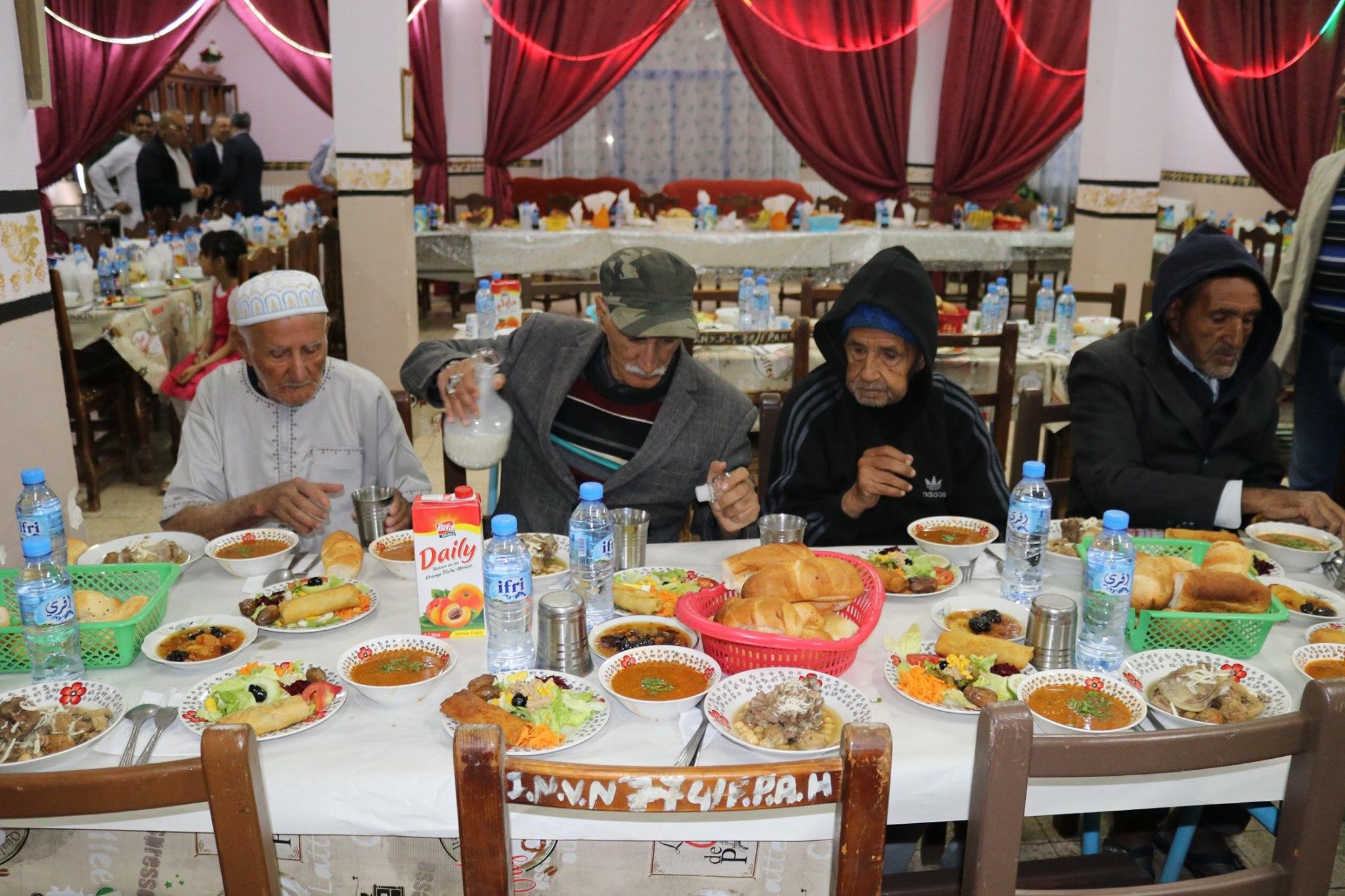 مشاركة إفطار مع المقمين بدار المسنين ببن شكاو