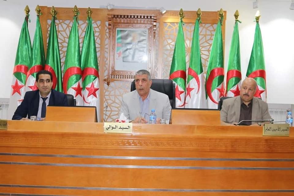 إجتماع حول دراسة وضعية ديون الجزائرية للمياه و الديوان الوطني التطهير